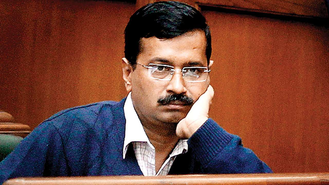 Breaking News: Arvind Kejriwal attacked with Chilli Powder