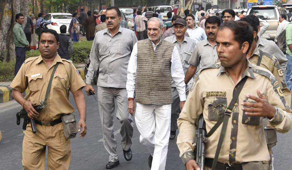 Breaking News: Congress Leader Sajjan Kumar surrendered in Court