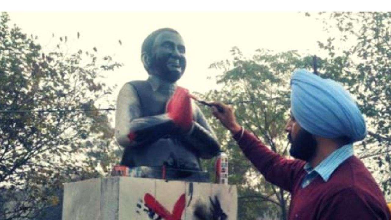Statue of Rajiv Gandhi vandalised in Ludhiana
